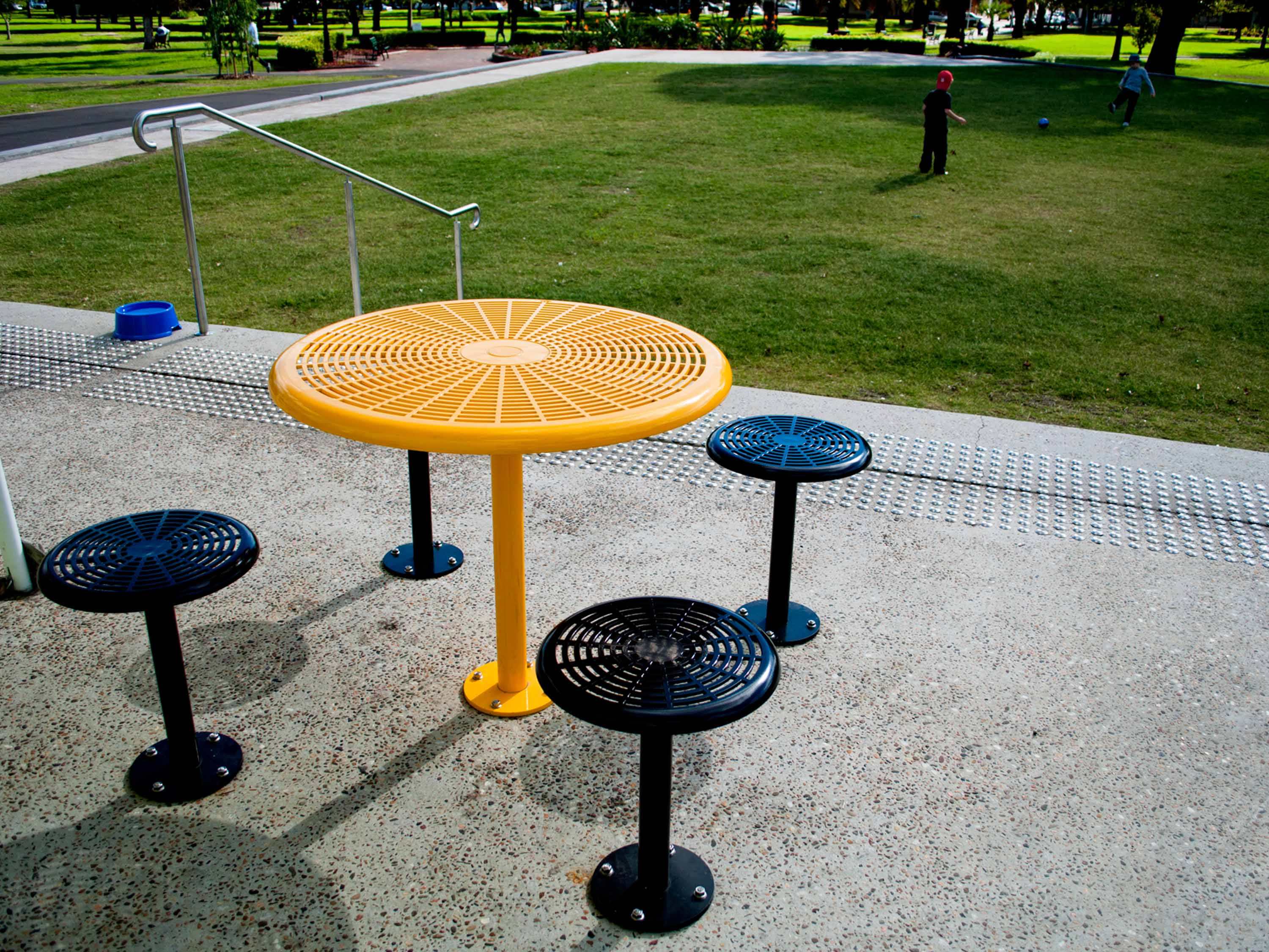 Round Safety Yellow Cafe Table and Black Cafe Stools with Surface-fixed Base Plate